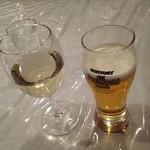 煉瓦亭 - 白ワインと生ビール