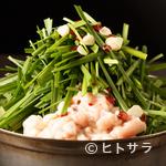 博多 慶州 - 【慶州】特製あごだしのスープが絶品。本場の味が愉しめる『博多もつ鍋 しょうゆ味』