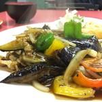 三平園 - 料理写真:ナスと肉炒め