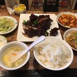 中華料理 合合 - 料理写真:黒酢鶏肉定食 650円。ランチタイムサービスの野菜たまご炒めに麻婆豆腐を添えて