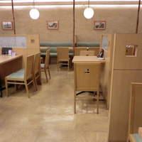 東京そば正家 - 明るくゆったりできる、店内。