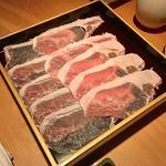 79470358 - 愛媛のマテラ豚                       お店ではこの薄さ切れないし、解けたら盛り付けられないからと、切って盛り付けた状態で仕入れるんだって。