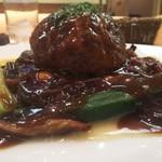 レストラン トリノ - トリノ特製まん丸ハンバーグ 横から