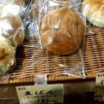 79471504 - 豆パン 180円