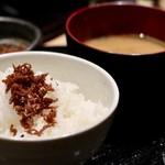 天ぷらと日本酒 明日源 -  じゃこの山椒煮と白飯の相性が最高!