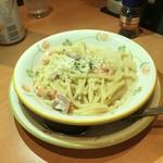 サイゼリヤ - 魚介クリームソースのトロフィエ(ショートパスタのです)