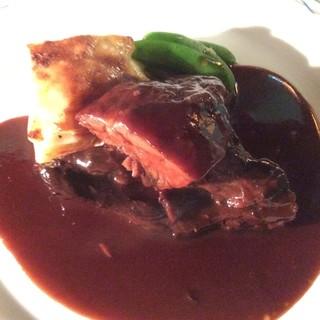天然猪ほほ肉のブレゼ赤ワイン風味