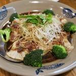 中国郷土料理 錦里 - 魚のニンニクソース蒸し
