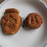 重盛永信堂 - 左:つぼ焼 160円 右:人形焼 130円