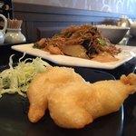 雅苑 - Cランチセットの焼きそばと小鉢はえび天ぷら