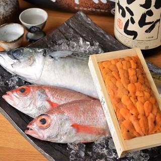 寿司屋で働いていた経験を活かした確かな目利き