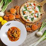 LOCHE MARKET STORE  - 料理写真:自慢の薪窯ピッツァとパスタで旬をお楽しみください♪