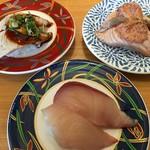 大起水産回転寿司 - 料理写真:活〆ハマチ&炙りサーモンマヨ鱈子&炙りハマチ