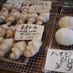 美濃町家 Mam's - 玄米ロールとハイジの白いパン