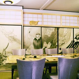 新たな神楽坂の名所「硯神楽襖絵大蛇図」
