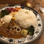 Mikazuki Curry SAMURAI. - スパイシーチキンカレーの温玉のせ