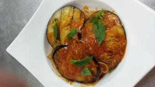 ペッシェヴィーノ - 茄子とトマトのシチリアーナ