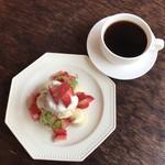 リロンデル - イートンメス 700円(税込)       ホットコーヒー 550円(税込)