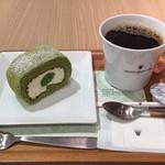 ナナズ グリーン ティー - 抹茶ロールケーキ&ブレンドコーヒーのセット