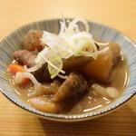 秋刀魚 - お通し:もつ煮込み