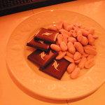 BAR SAKAI - チャームはチョコとナッツでしたえ♪