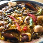 ラ ボデガ - 牡蠣と牛ホホ肉、ゴボウのパエリャ