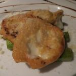 アントニオ デル ポライオーロ - スカモルツァチーズとアスパラのソテー