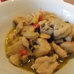 GRANDMIRAGE WHOLE NOTE CAFE - ガオマンガイの鶏肉と玉子は別々の容器に入れられて運ばれて来ました。