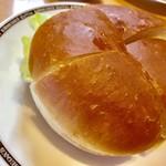 コメダ珈琲店 - 料理写真:ドミグラスバーガー560円
