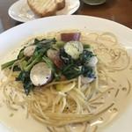 ロゼッタ・カフェ・カンパニー - 海老とほうれん草とさつまいものクリームパスタ