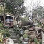 ミーシャのハーブ庭園 ブーケ ダルブル - 石畳のむこうにカフェ