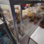 守谷製パン店 - こんな感じで売られている。