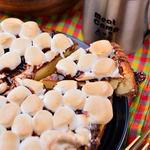 Meat Camp - キャンプ定番デザート「スモア」をチーズケーキに! とろりマシュマロとチョコレート、チーズが絶妙です。