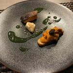 ピアット ディ テアトロ ヒビ - サーモンのコンフィ、チーズ、根室産雲丹の前菜
