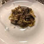 ピアット ディ テアトロ ヒビ - フランス産キタラのアーリオオーリオ三種類のキノコ