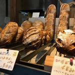tombolo - 冬季限定のパンも