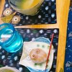 ふくろう美術館 - 料理写真:柚子ティーセット、和菓子はフクロウの形