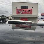 なおちゃんラーメン - 国道沿いですがお店は裏側が入口