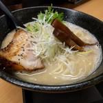 ラーメン 戸みら伊 - 豚骨魚介ラーメン(大盛り)