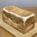 高級「生」食パン 乃が美 - 1本(2斤)864円(税込)
