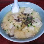 福満亭 - 料理写真:「ワンタンチャーシュー麺」(800円)。