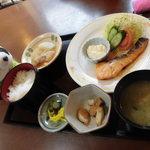 お食事処 堂々久 - 料理写真:お代わり放題のご飯が進みます