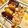日本再生酒場 - 料理写真:「ちれ(脾臓)」と「こぶくろ(子宮)」。共に145円(価格はすべて税別)。