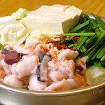 元祖もつ鍋 博多屋 - もつ鍋  醤油ベースのダシと新鮮なもつ肉、新鮮な野菜を長年の経験で仕上げる当店の看板メニュー