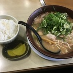 新立麺館 - 味噌ラーメン並700円&ライス小150円