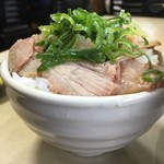 新立麺館 - チャーシューライス盛り盛り