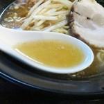 ラーメン専門店 馬鹿美味 - スープ