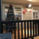 CAFE RESTAURANT VICTORIA - 日本とカナダの国旗がお出迎えです♪