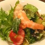 79559148 - マダガスカル産 永遠の海老とアボカドと葉野菜のサラダ