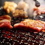 まる良炭火焼肉 - 料理写真:松坂牛が焼けてるよ〜
